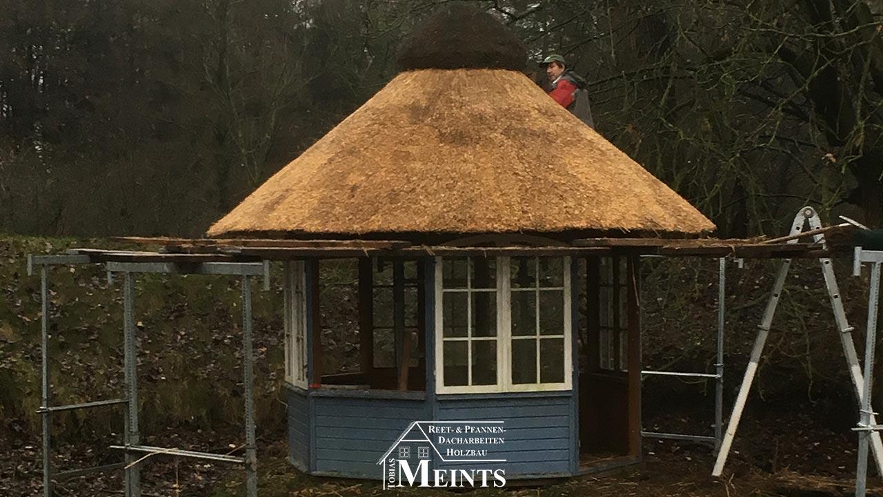 Sonderbauten Pavillon Naturreet Reetbedachung Ammerland Dachdecker Bad Zwischenahn vorher 03